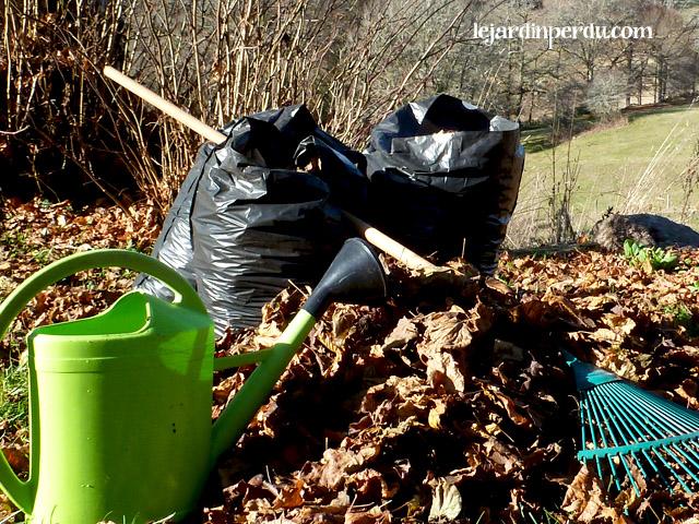 Le Jardin Perdu Making Leaf Mould