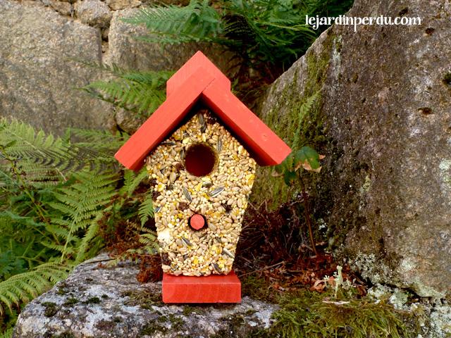 Haute Cuisine eco-friendly bird seed feeder